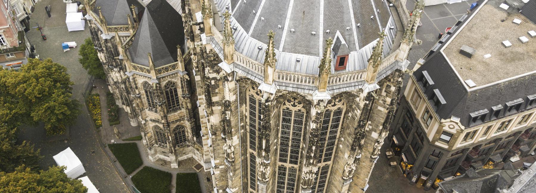 Der Aachener Dom aus 60m Flughöhe